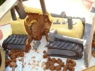 Prerez. Vedno malo boli, ko je torta prvič zarezana, kajne? :)