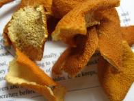 Posušeno mandarinino lupinico ...