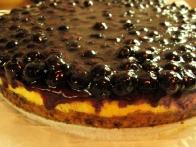 Pripravljena torta tik pred razrezom.