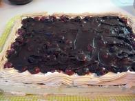 ... in čokoladno tartufno kremo.