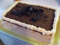 Boljše zaporedje je najprej čokoladna krema in šele nato smetana.
