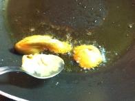 Najprej gre v olje notri gorčica.
