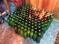135 junaških steklenic. Tule samo za fotko odkritih, sicer so se stiskale pod odejo.