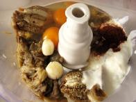 Jajčevec, jogurt, česen, čili in jajca ...