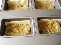 ... vanje položimo zmes iz jajčevcev in jih fliknemo v pečico.