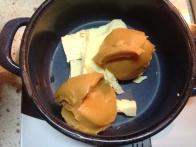 Maslo in arašidovo maslo stopi.