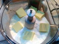 ... in kocke masla.