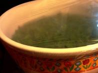 Skledo prekrij s prozorno kuhinjso folijo.