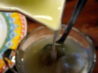 Jogurtu s česnom dodaj sok limone ...