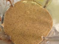 Da, spet začnemo s prepraženimi lešniki v obliki tekočega masla.
