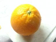 Pomaranča pred krhljanjem.