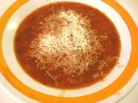 Vmes si postrezi z bazilikino in ječmenovo juho, potreseno s parmezanom. ;) Hec. Ta korak je okusen, ni pa nujen.