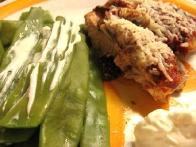 Postrezi s kuhanim stročjim fižolom, ki ga nekoliko posoliš in premažeš z žlico masla ali žlico aiolija.