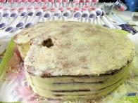 Celotno torto sem premazala z masleno kremo.