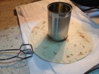 Tortilja, pripravljena na cvrtje.