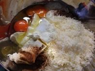 sirarska skuta, kisla smetana, parmezan, jajca, muškat in piment