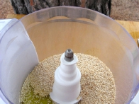 ... dodaj rahlo prepražena sezamova semena ...