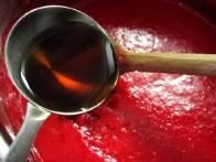 ... pa sem skuhala sirup, ki sem mu dodala glicerol in rum.