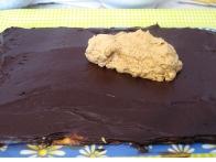 Kavna krema čez čokoladno kremo.