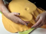 Nato pa sem ga začela prilagajati obliki torte.