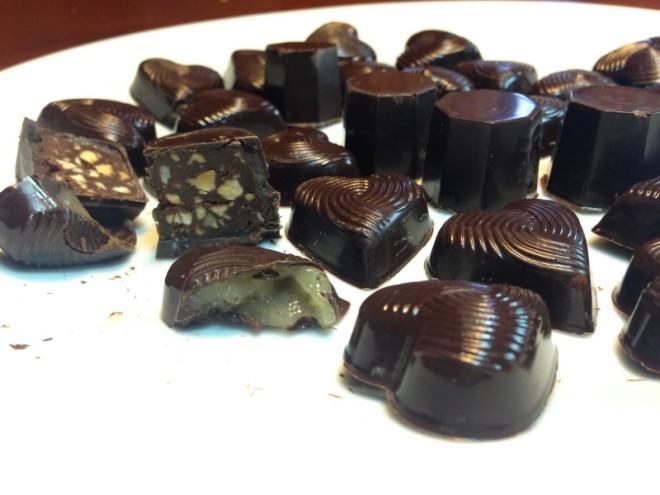 Prerez pomarančnih in pomarančno-lešnikovo-čokoladnih čokoladk