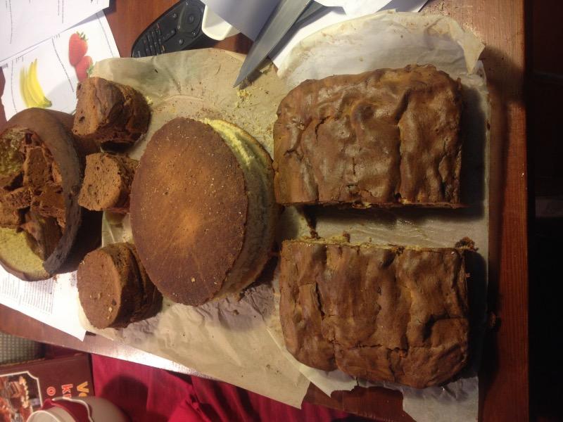 Takole sem si pripravila torte pred rezljanjem in filanjem