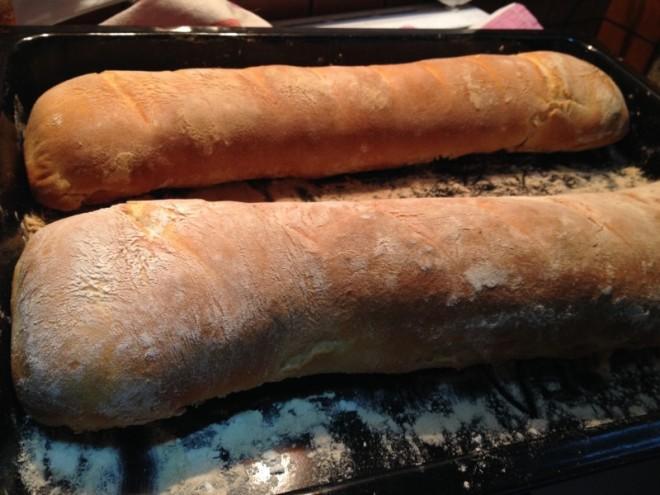 Na sliki je moj kruh lenuh, ki prav tako kot ajdov z orehi rabi čas, da postane najboljši.