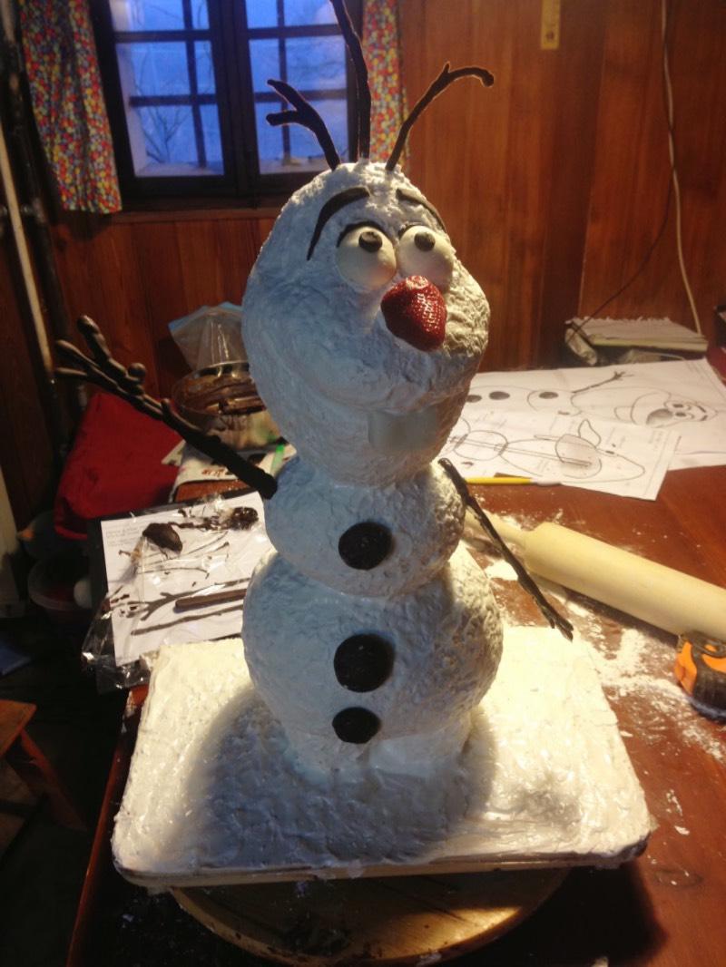 Olaf maha ob sedmih zjutraj, ko je bil končno gotov.